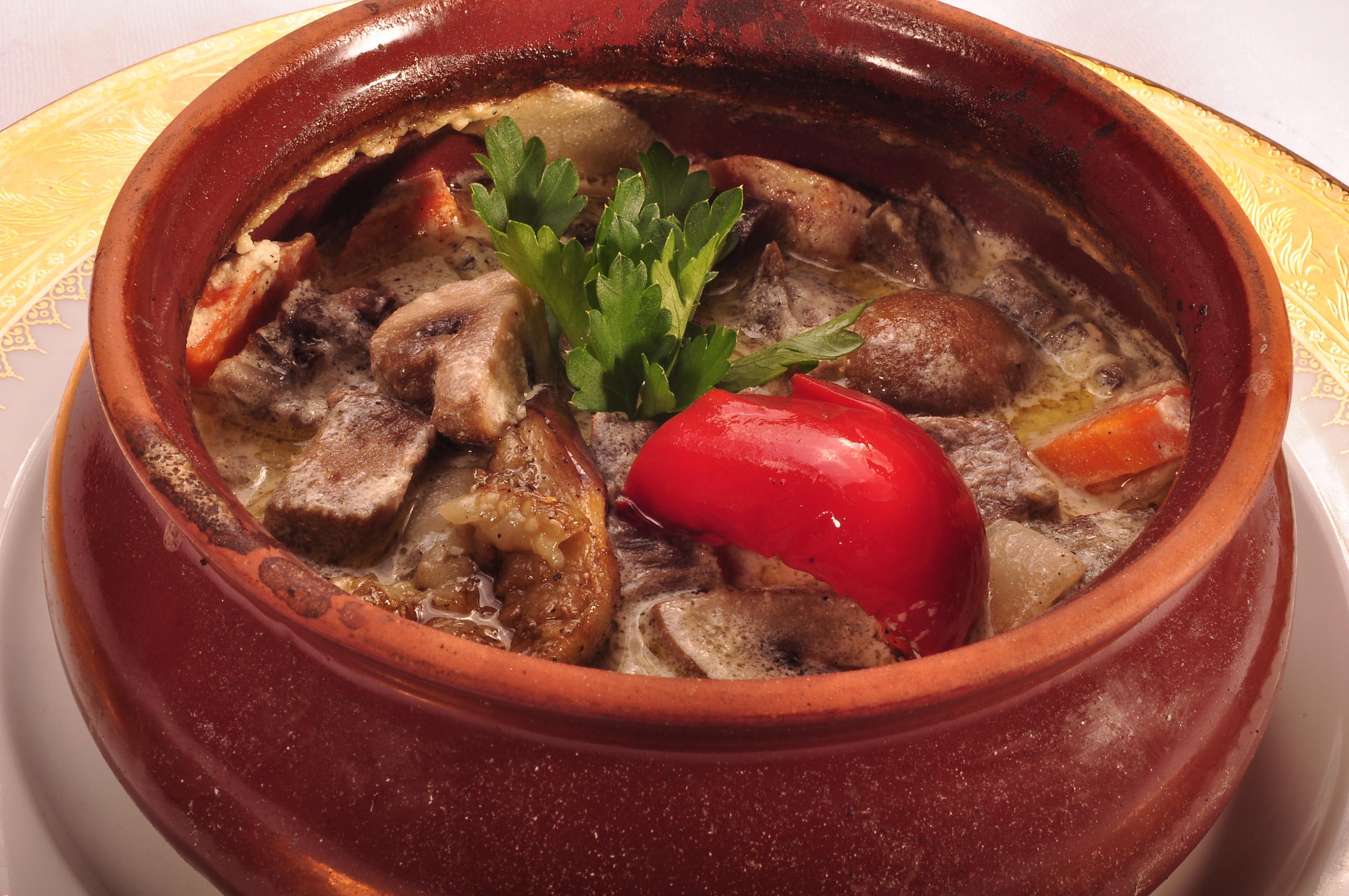 Мясо в горшочке с картошкой и овощами пошаговый рецепт